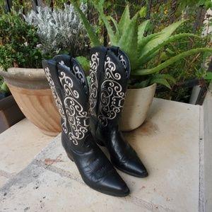 Tony Lama Size 7 B Black Embroidered Boots